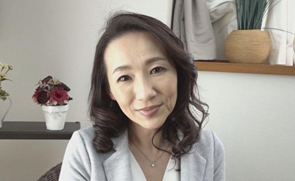 恋多きFカップ未亡人佐月りんか53歳肉欲求めて美熟女AVデビュー