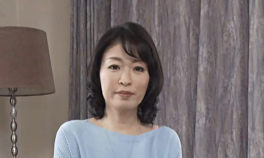 ペニス大好き青山涼香46歳コロナ過の性欲を抑えきれずAVデビュー