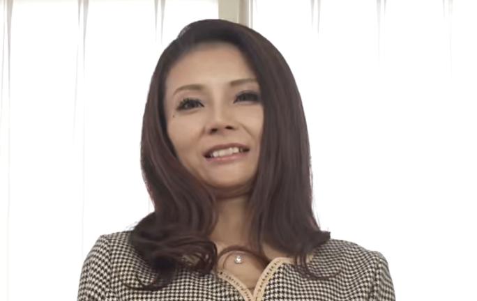 ド淫乱淑女立川杏子45歳AVデビュー女優級の美貌で連続昇天イキ!